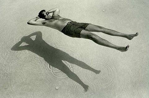 FFFFOUND! | CQrpCj4bOlki5jv9RcvUJXvGo1_500.jpg (Image JPEG, 480x315 pixels) #water #goggles #sea #swimming #shadow