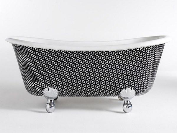 Mosaic art on bathtub in black white #artistic #bathroom #furniture #art #bathtub