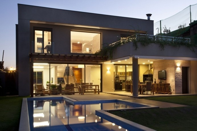 Interiors Added a Highly Contemporary Twist: Residencia DF in Brazil #architecture #contemporary