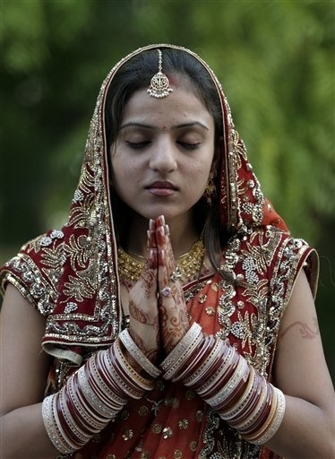 india-hindu-festival-2009-10-7-12-43-341.jpg (JPEG Image, 374x512 pixels) #meditation #prayer #hindu