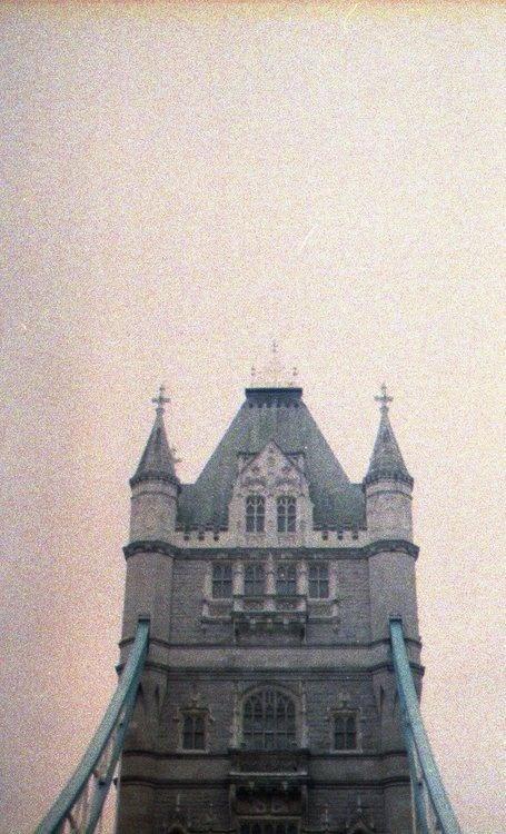 http://24.media.tumblr.com/tumblr_malifouf1L1r9tldto1_500.jpg #old #house #fog #photo #photography