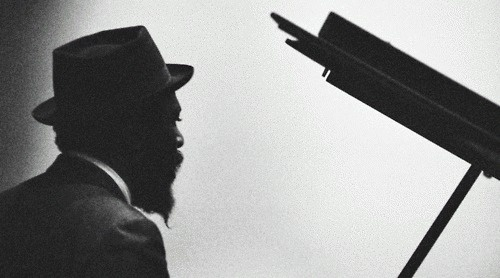 tumblr_kwicqg6G7f1qz6f9yo1_500.gif (500×278) #white #piano #jazz #retro #black