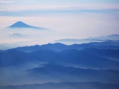 FFFFOUND! | sail to the moon. #fuji #mountain #fog #landscape #gradient #mt #blue #japan