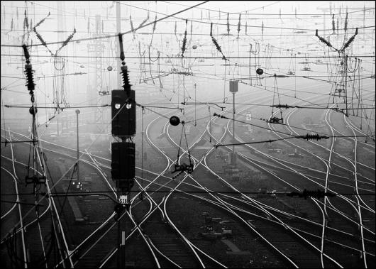 tumblr_lvfasriUkK1qzaoevo1_1280.jpg (JPEG Image, 900x644 pixels) #photography #infrastructure
