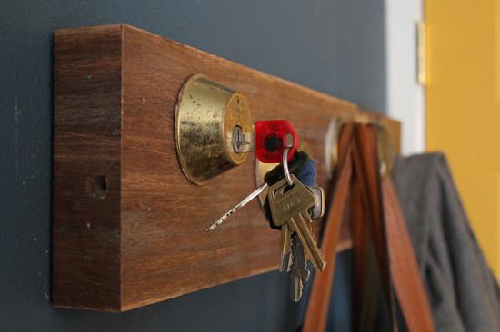 upcycled key rack #solution #wood #key #shelf #rack #organise