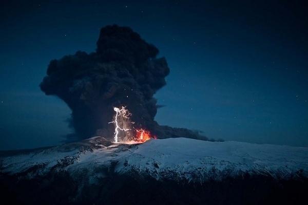 Breathtaking Volcanic Eruptions Captured at Iceland's Mt. Eyjafjallajökull - My Modern Metropolis #landscape #photography #lightning #volcano #iceland
