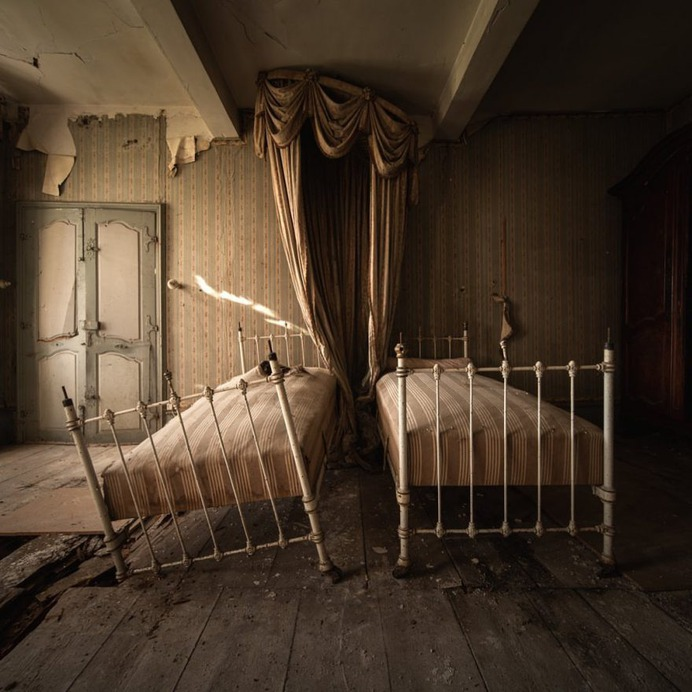 Abandoned Italy: Striking Urbex Photography by Jeroen Taal