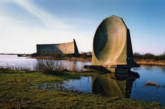 Denge Sound Mirrors - 1998 | Flickr - Photo Sharing! #concrete #mirrors #acoustic #sound #radar #denge