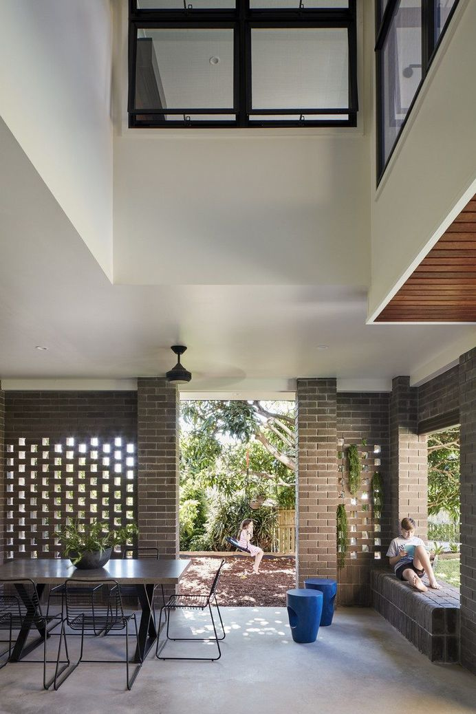 Moorooka House Featuring High Ceilings and an Abundance of Natural Light 11