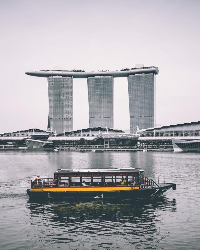 The Stunning Beauty Of Hong Kong's Cityscapes by Yik Keat