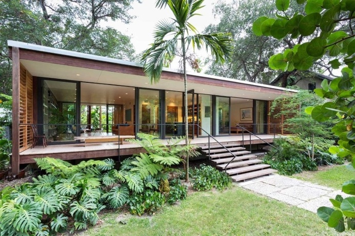 Vernacular architecture with minimal impact on the earth: Brillhart House