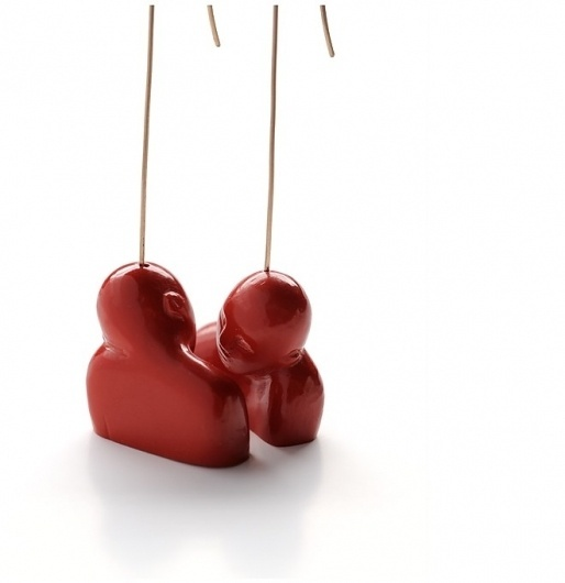 Alchimia Jewellery School - praca studentki #couple #red #hug #earrings #contact #jewelry #zen #relation #jewelery #kiss