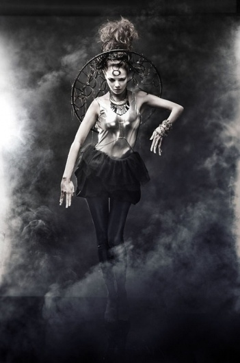 VALP / GRAPHIC ILLUSIONIST #fog #woman #valp #smoke