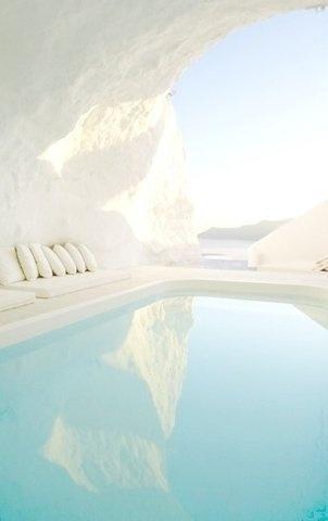 tumblr_mt6mvbpod81r2fkmzo1_400.jpg 377×600 pixels #white #water #pool #arctic #light