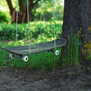 Skateboard Turned Into Swings #interior #design #decor #swing #deco #skateboard #decoration