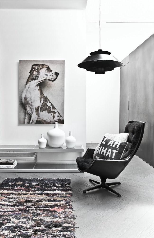 http://40.media.tumblr.com/86410020dcdaa8c4d20dac7a2e14ed4e/tumblr_ng4x7pGAIP1qkegsbo1_1280.jpg #interior #lamp #chair #photo #minimal