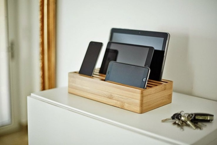 Are charging cables strewn across your #desk as we speak? Cut out the clutter with the help of this stylish and elegant charging #dock. #pro