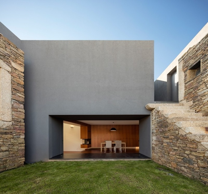 Vigario House is a Dialog Between Old and New / AND-RÉ