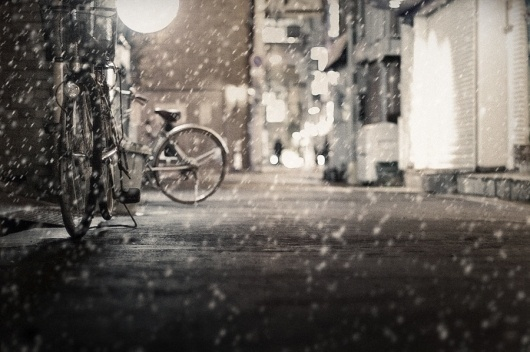 500px / Untitled photo by Ken Hashizume #photo #snow #photograph #bokeh #night #rain #bike