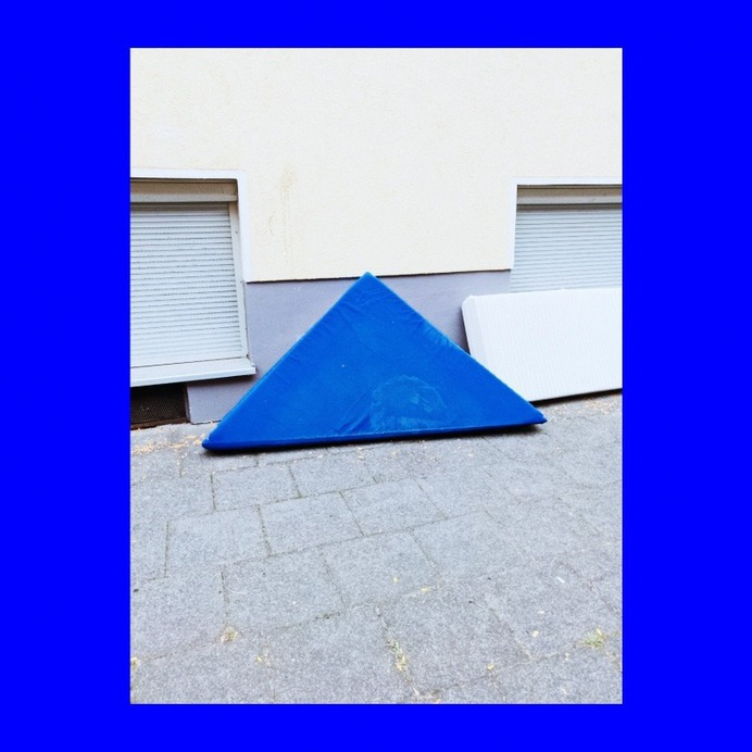 #vsco #mattress #urban #geometric PHOTOGRAPHIE © [ catrin mackowski ]