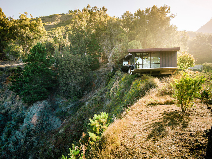 Exquisitely Shaped by a Dramatic Landscape: Fall House in Big Sur, California #architecture
