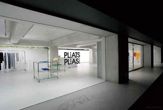 TOKUJIN YOSHIOKA INC. | Space | PLEATS PLEASE #fashion #interiour #branding #typography