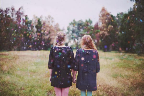 rezdnoeuddos #sparkling #girls #dresses #back #colors #meadow