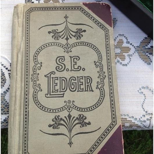 Emily Lyn (emilylyn) on Pinterest #bookcover #vintage #typography