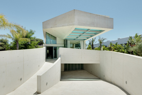 Jellyfish House by WAA #minimalist #architecture #house