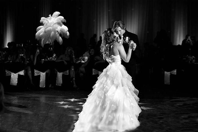 Memory is robust regardless of who is enjoying the marriage song, as an instance, a DJ, a quartette, band, a harpist, piano player opera singer, and notwithstanding the couples sings themselves.