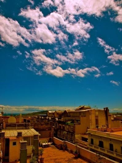 tumblr_m3apgmWrIU1r67bzeo1_1280.jpg 1.280×1.707 píxeles #tumblr #sky #city #yellow #landscape #com #barcelona #blue #crollan