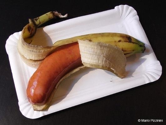 b_banane-wurst-fruchtfleisch.jpg (700×525) #surrealism #photography
