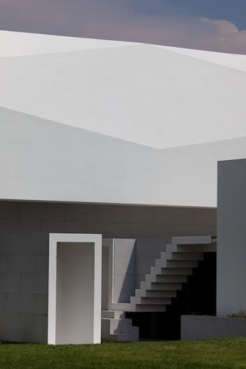 Architecture Photography: Fez House / Alvaro Leite Siza Vieira - Fez House / Alvaro Leite Siza Vieira (113621) – ArchDaily #fez #house #siza #architecture #minimal #stairs #alvaro