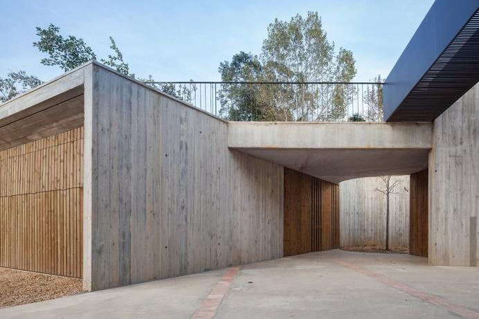 #Concrete #warehouse entrance. Farm Surroundings by Arnau Estudi d'Arquitectura. Photo by Marc Torra.