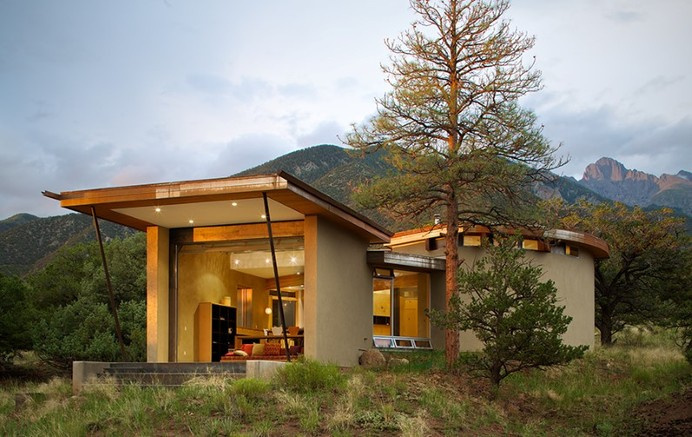 Strawbale Getaway by Gettliffe Architecture - www.homeworlddesign.com (1) #inspiration #home #retreat