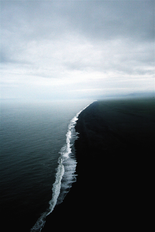 an_endless_coastline #coastline #clouds #sky #photo #sea #skyline #beach #light #waves #shadow