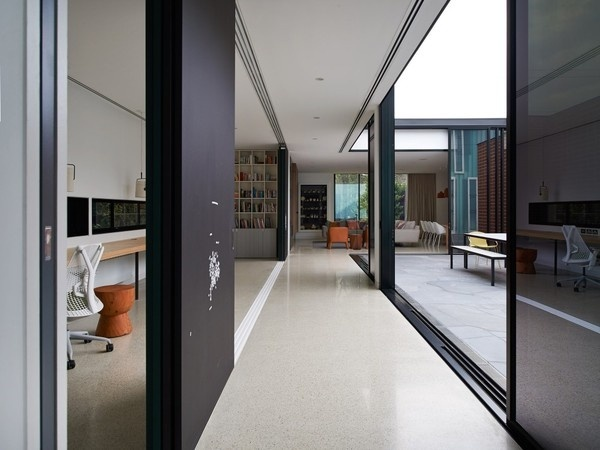 535f0694c07a80a259000056_three parts house architects eat_amo 084 earlcarter 1000x750.jpg (1000×750) #courtyard #house
