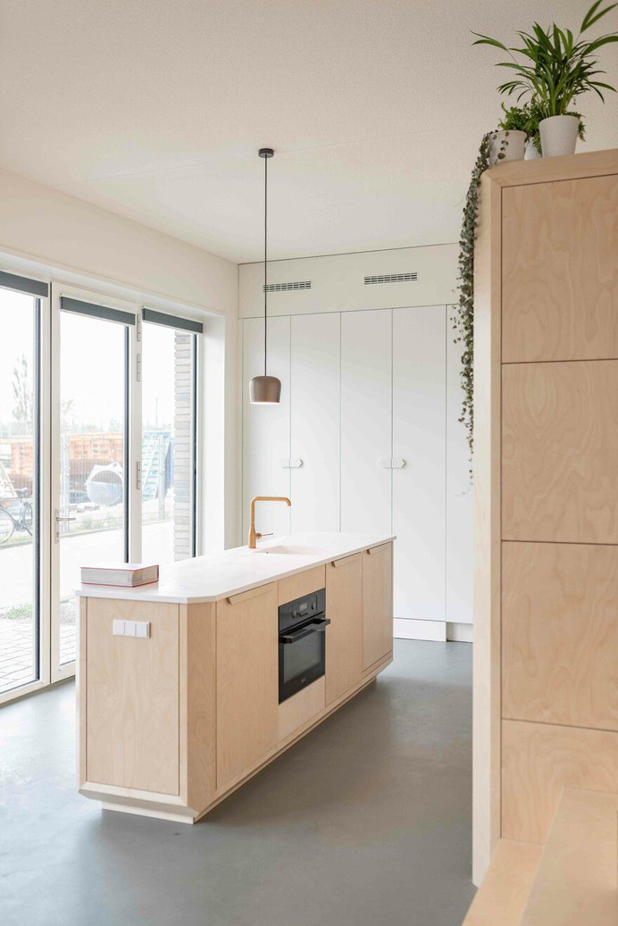 Tiny Loft in Amsterdam Offers Compact Space with Generous Feel
