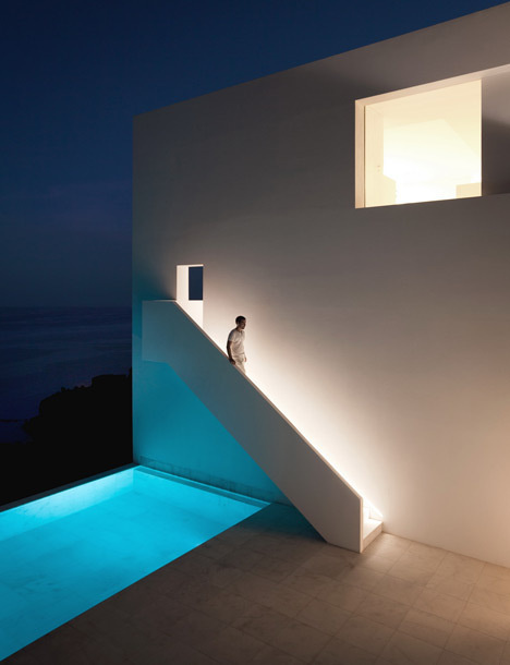 House on the Cliff by Fran Silvestre Arquitectos #spain #architecture #house #white