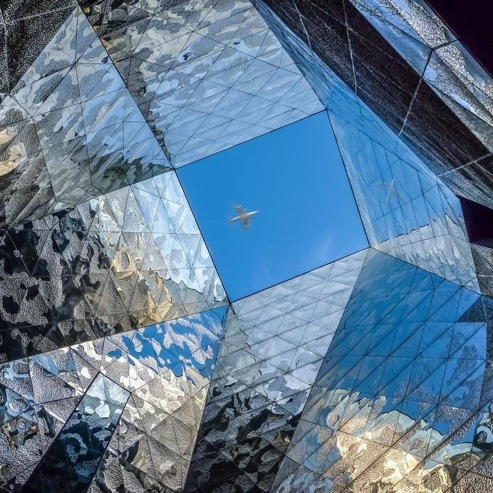 Museo Blau #airplane #sky #museum #barcelona #reflection