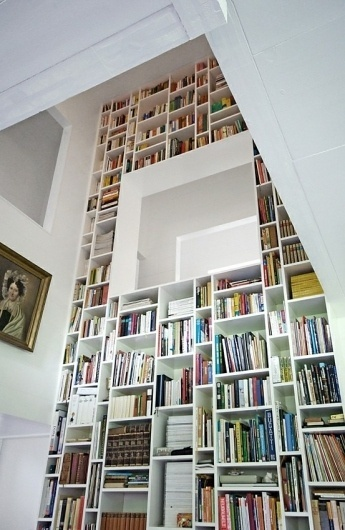 Mochatini — decor, fashion, style, photography, travel and more — Page 7 #interior #white #bookcase #books