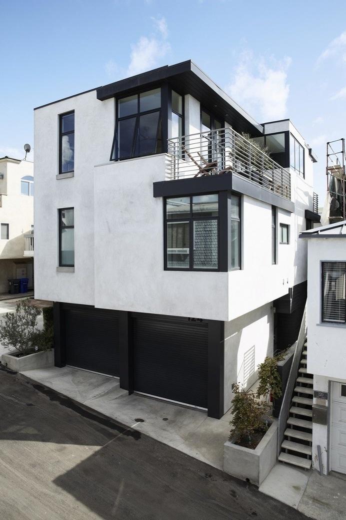 Manhattan Beach House Features Clean and Bright Scandinavian Expression