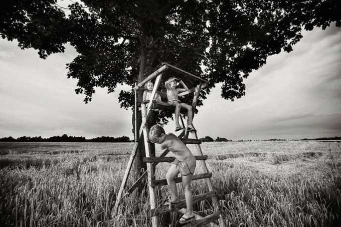 BW Children Photography by Izabela Urbaniak #inspiration #white #black #photography #and