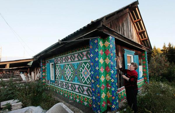 30,000 bottle caps decorate russian pensioner's home #intarsia
