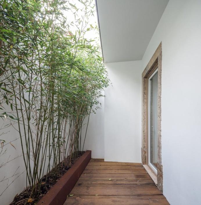 Small private patio. House in Necessidades by Fragmentos de Arquitectura. © Francisco Nogueira. #patio