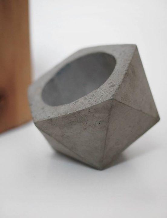 concrete planter // FrauKlarer #concrete #frauklarer #planter #geometric #concreteplanter