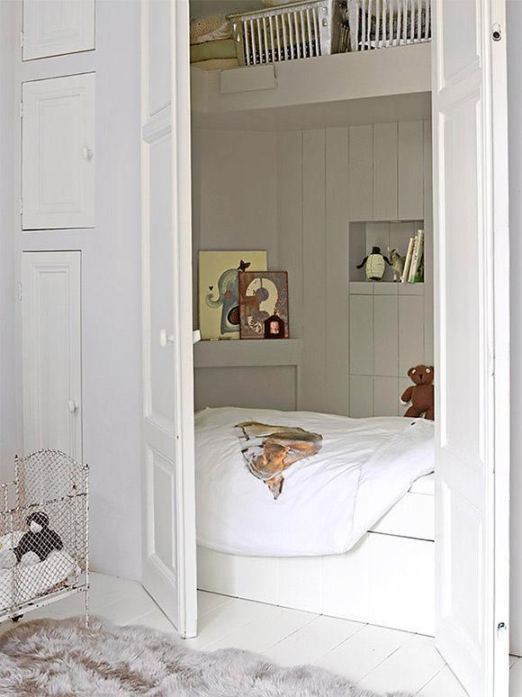 Closet sleeping nook in a kid's room #interior #design #decor #deco #decoration