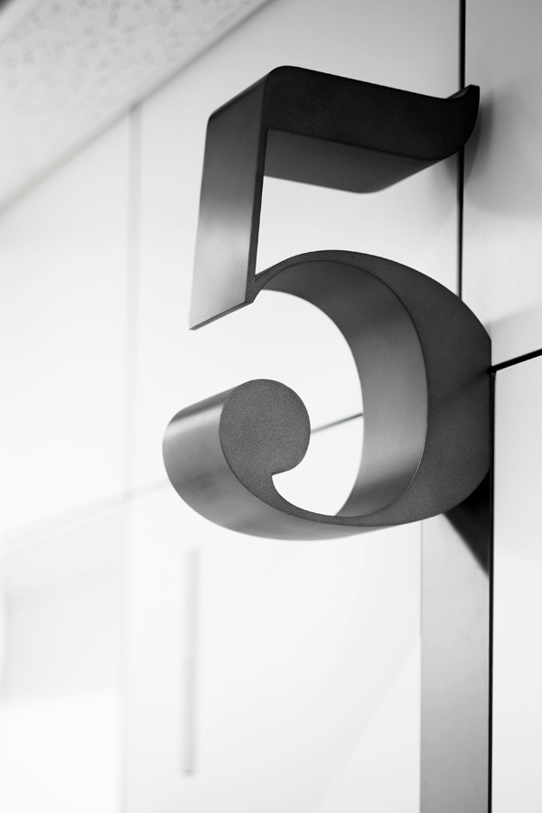 Hiromura #ball #terminal #five #numeral #clarendon
