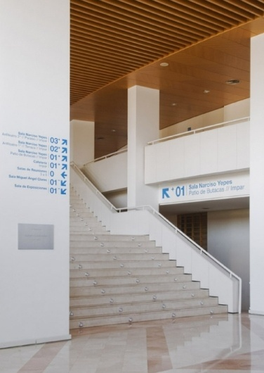 F33GRUPO #centro #auditorio #spain #auditorium #centre #f33 #y #de #congresos #arrows #murcia #signage #type #villegas #congress #typography