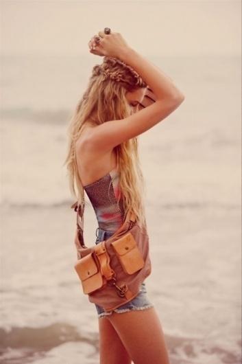 ★Baubauhaus. #girl #photography #vintage #beach #braids